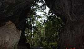 Tunas do Paraná - Entrada da gruta de Campinhos