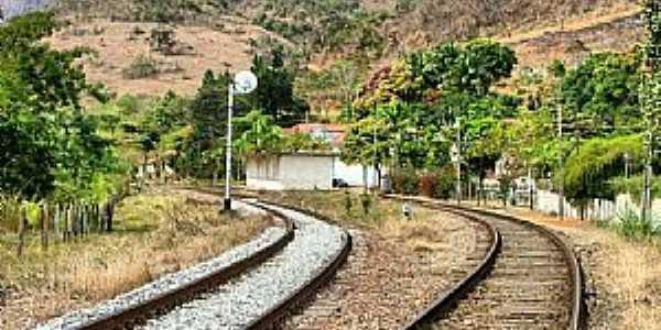 Afonso Arinos-RJ-Pátio da Estação Ferroviária-Foto:Jorge A. Ferreira Jr.
