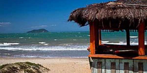 Praia  Rasa / B. Formosa Vários acessos levam a extensa faixa de areia Foto: Editoria Búzios Online / AF