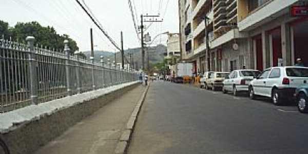 Barra do Piraí-RJ-Avenida no centro da cidade-Foto:ViajanteUSBR