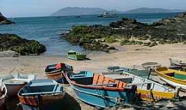 Cabo Frio - Cabo Frio-RJ-Barcos de Pescadores na Praia-Foto:Luiz Alberto Maron Vieira