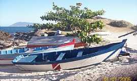 Cabo Frio - Cabo Frio-RJ-Barcos de Pescadores na Praia-Foto:xeima
