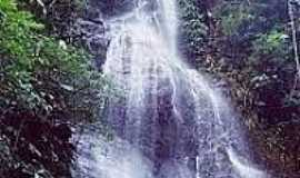 Cachoeiras de Macacu - Cachoeira do Rio Macacu em Cachoeiras de Macacu-Foto:sosriosdobrasil.
