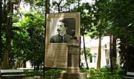 Cantagalo - Monumento em homenagem ao escritor Euclídes da Cunha em Cantagalo-Foto:pauloavelino@yahoo.c…