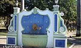 Conceição de Macabu - Chafariz na Praça Dr.José Bonifácio Tassara em Conceição de Macabu-Foto:Sergio Falcetti