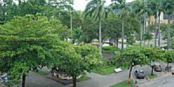 Praça José Bonifácio Tassara,vista do alto, em Conceição de Macabu-Foto:Carlos Edward