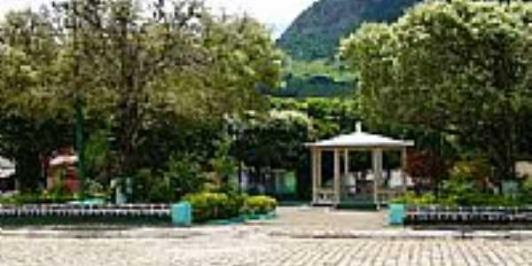 Praça de Córrego da Prata - RJ por Sylvio Cleber Videira Cabral