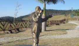 Duas Barras - Estátua do Martinho da vila no Vale Encantado., Por Ilza Maria Braga