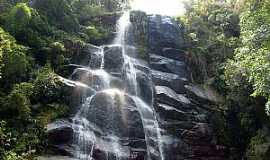 Itatiaia - Itatiaia-RJ-Cachoeira Véu da Noiva no Parque Nacional-Foto:pt.wikipedia.org