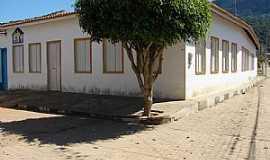 Itaítu - Itaitu-BA-Casarão antigo-Foto:noedsonney