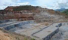 Macuco - Extração de Calcário em Macuco-Foto:F. Gomes