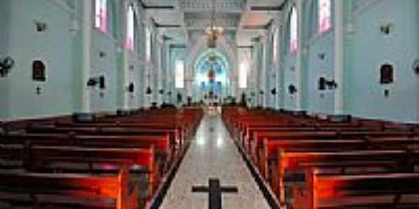 Interior do Santuário das aparições de N.Sra. em Natividade-RJ-Foto:faysca1983