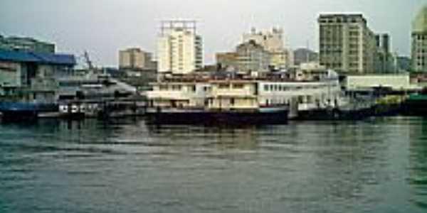 Barcas em Niterói-RJ-Foto:Tony Borrach