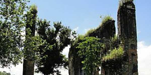 Papucaia-RJ-Ruínas do Convento da Santíssima Trindade-Foto:lpersil