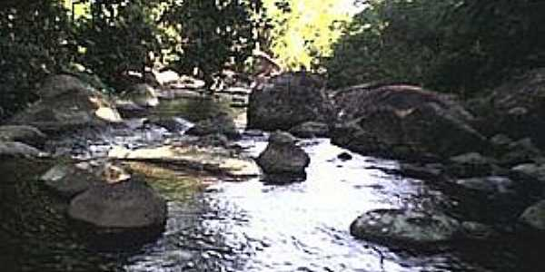 Piabetá-RJ-Cachoeira Grande-Foto:pt.wikipedia.org