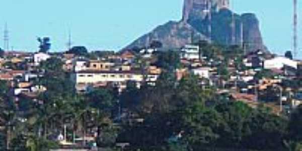 Itamaraju-BA-A cidade e a Pedra do Pescoço-Foto:Carlos H. Silva de Souza