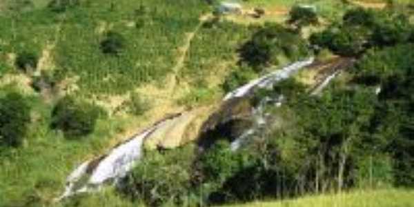 cachoeira de purilandia atras do colegio, Por ederson