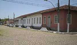 Quatis - Casario antigo na Av.N.Sra.do Ros�rio em Quat�s-RJ-Foto:luiz adauto lopes