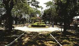 Quatis - Praça e Pórtico