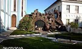 Quissam� - Gruta da Igreja de N.Sra.do Desterro em Quissam� -RJ-Foto:Sergio Falcetti