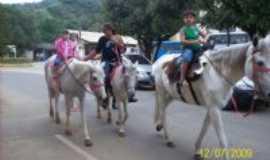 Raposo - O passeio a cavalo � atra��o, Por Zemaria  da  Netinha