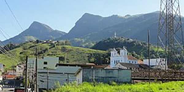 Rio Claro-RJ-Vista parcial da cidade com montanhas ao fundo-Foto:nelson.reisfilho