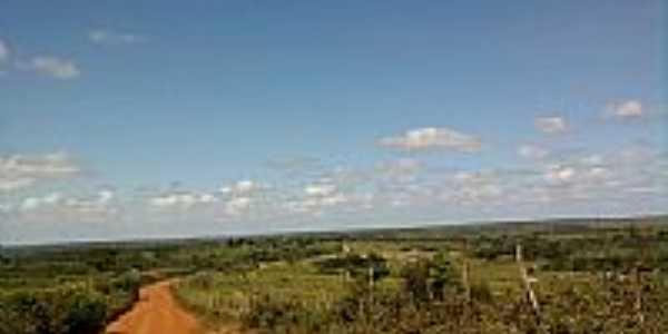 Itamira-BA-Estrada de terra e vista da região-Foto:olhovivoapora.
