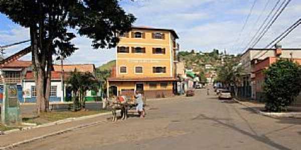 Santa Isabel do Rio Preto-RJ-Rua da cidade-Foto:Halley Pacheco de Oliveira