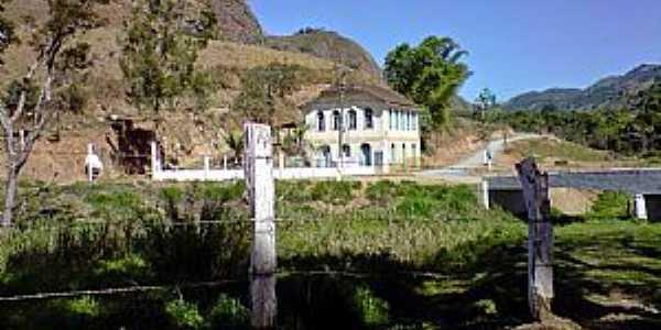 Sobrelândia-RJ-Antigo casarão no distrito-Foto:trajanodemoraes-rj