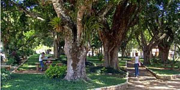 Sobrelândia-RJ-Praça no centro do distrito-Foto:trajanodemoraes-rj