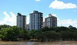 Três Rios - Rio Paraíba do Sul e a cidade de Três Rios-RJ-Foto:Rogério Malafaia