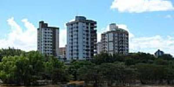 Rio Paraíba do Sul e a cidade de Três Rios-RJ-Foto:Rogério Malafaia