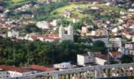 Valen�a - Vista da matriz de N.S.da Gl�ria com a cidade ao fundo, Por M�rcia Silva