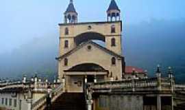 Varre-Sai - Igreja N. Sra das Graças, por Messias C. Correia