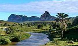 Itapé - Córrego e a Pedra da Onça em Itapé-BA-Foto:aqa3