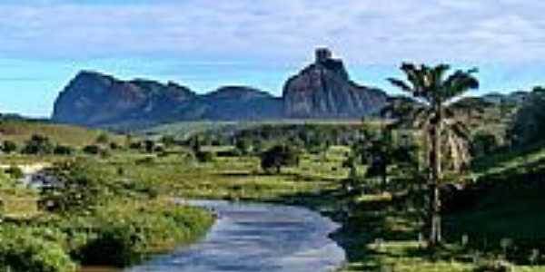Córrego e a Pedra da Onça em Itapé-BA-Foto:aqa3