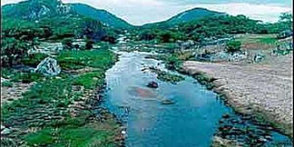 Rio Pontegi (serra da Arara ao fundo à esquerda)