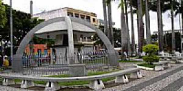 Praça da Bíblia em Itapetinga-BA-Foto:cerrado