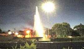 Ceará-Mirim - Fonte da Praça da Igraja Matriz à noite Foto Andreia Barbosa