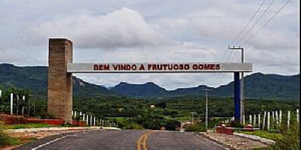 Frutuoso Gomes-RN-Pórtico de entrada da cidade-Foto:www.portallucrecia.com