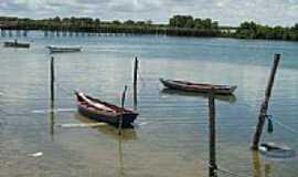 Guamaré - Barcos de pesca no Rio Miasaba e ao fundo a ponte em Guamaré-Foto:Moacir Reinaldo