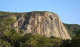 Martins - Martins-RN-Serrote no início da subida da Serra de Martins-Foto:Walter Leite