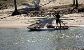 Maxaranguape - Pescador no Rio da Barra de Maxaranguape-RN-Foto:Mário Március