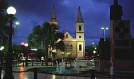 Mossor� - Pra�a e Igreja Matriz vista noturna de Mossor�-Foto:nimra mhad