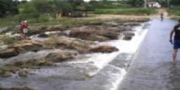 cachoeira  Por Elaine de araújo Gomes