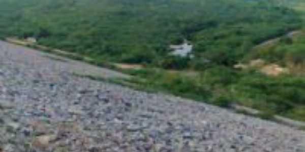 Vista da saida de aguas das tubulaçoes da barragem Por Daniel da silva pinheiro