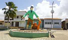Rio do Fogo - Rio do Fogo-RN-Monumento ao Pescador na Praça central-Foto:Wilson Alcaras