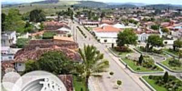 Itiruçu-BA-Avenida Principal e Praça Refael Oliveira-Foto:www.amargosanoticias.com