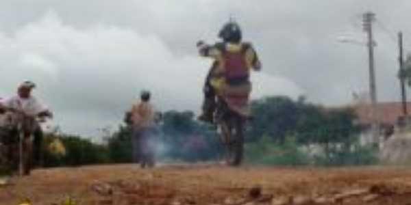 Trilha de motos na cidade, sempre acontece na semana santa, Por Rangel Vieira