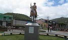 Iti�ba - Iti�ba-BA-Monumento ao Vaqueiro na Pra�a Central-Foto:Evandro Matos